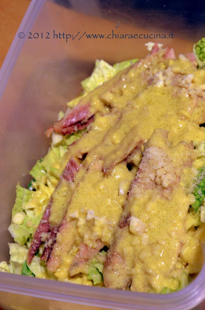 insalata di cavolo verza con sgombro e mandorle