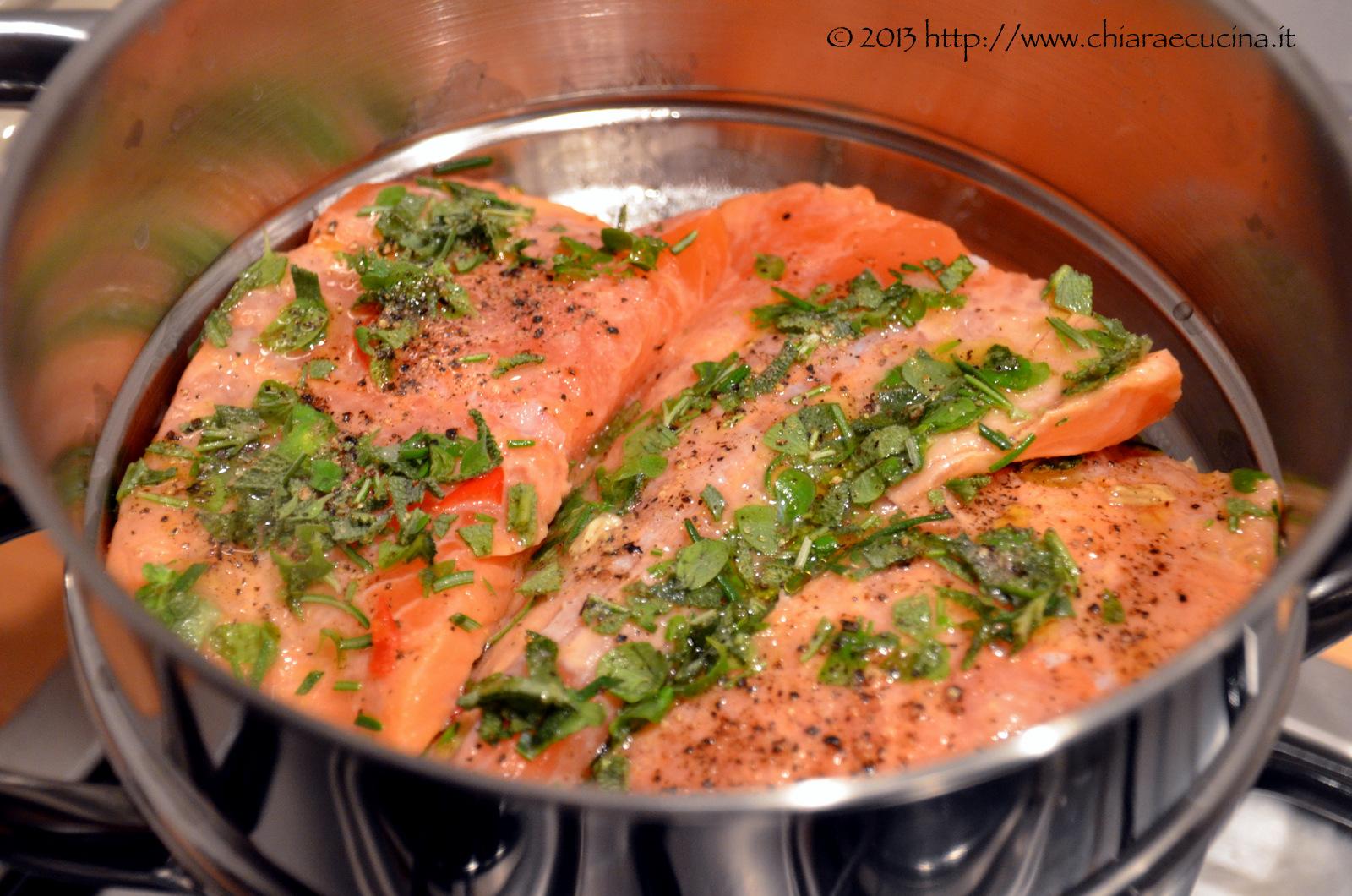 Salmone al vapore saporito chiara e cucina